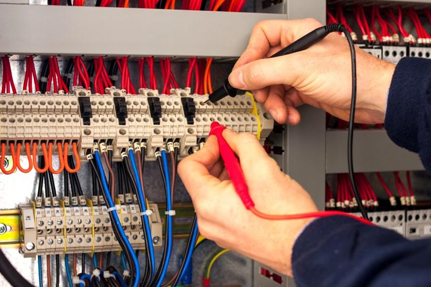 Distribution System Training 8014 Voltage-Control Devices